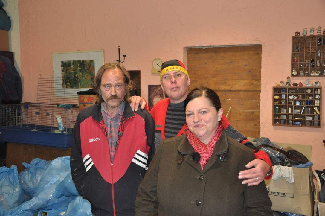 Coach Nada (r.) mit den Tiersammlern vom Todesstreifen: Achim (l.) und Heike (M.) ... - Bildquelle: kabel eins