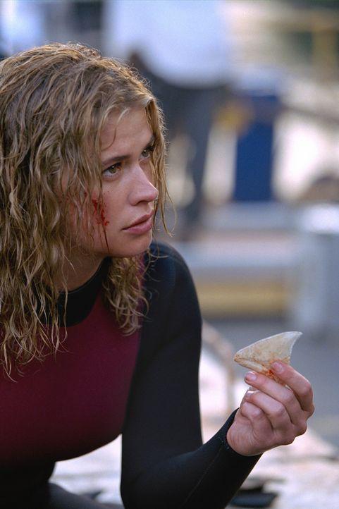 Um ein Binnengewässer untersuchen zu können, bittet die Geologin Dr. Kelli Raymond (Kristy Swanson) ihren Ex-Mann um Hilfe. Keiner ahnt, dass ein... - Bildquelle: 2003 Sony Pictures Television Inc. All Rights Reserved.