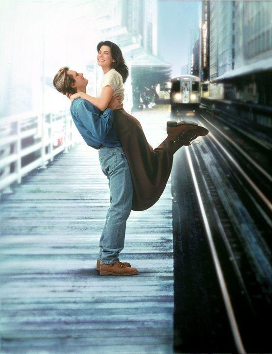 Das Schicksal führt Jack Callaghan (Bill Pullman, l.) und Lucy Eleanor Moderatz (Sandra Bullock, r.) zueinander ... - Bildquelle: Hollywood Pictures. All Rights Reserved