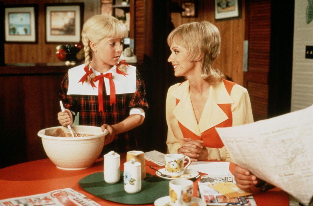 Mami ist die Beste:Töchterchen Cindy (Olivia Hack, l.) ist ganz glücklich, dass sie eine so fürsorgliche und tüchtige Mutter (Shelley Long, r.) hat...