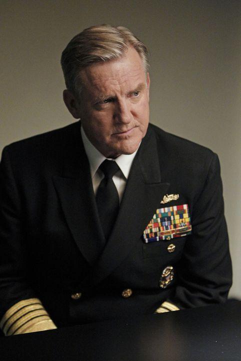 Bei der Aufklärung eines neuen Mordfalles trifft McGee auf seinen Vater, Admiral McGee (Jamey Sheridan) ... - Bildquelle: CBS Television