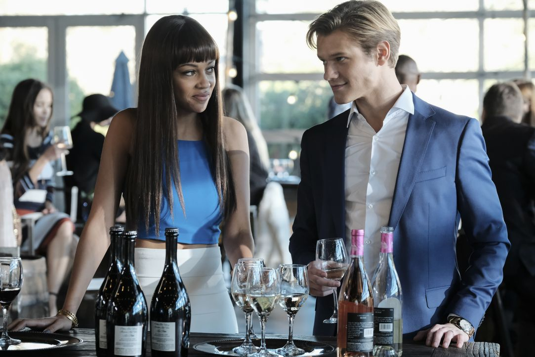 (v.l.n.r.)  Angus MacGyver (Lucas Till); Leanne Martin (Reign Edwards) - Bildquelle: Guy D'Alema CBS © 2017 CBS Broadcasting, Inc. All Rights Reserved. / Guy D'Alema