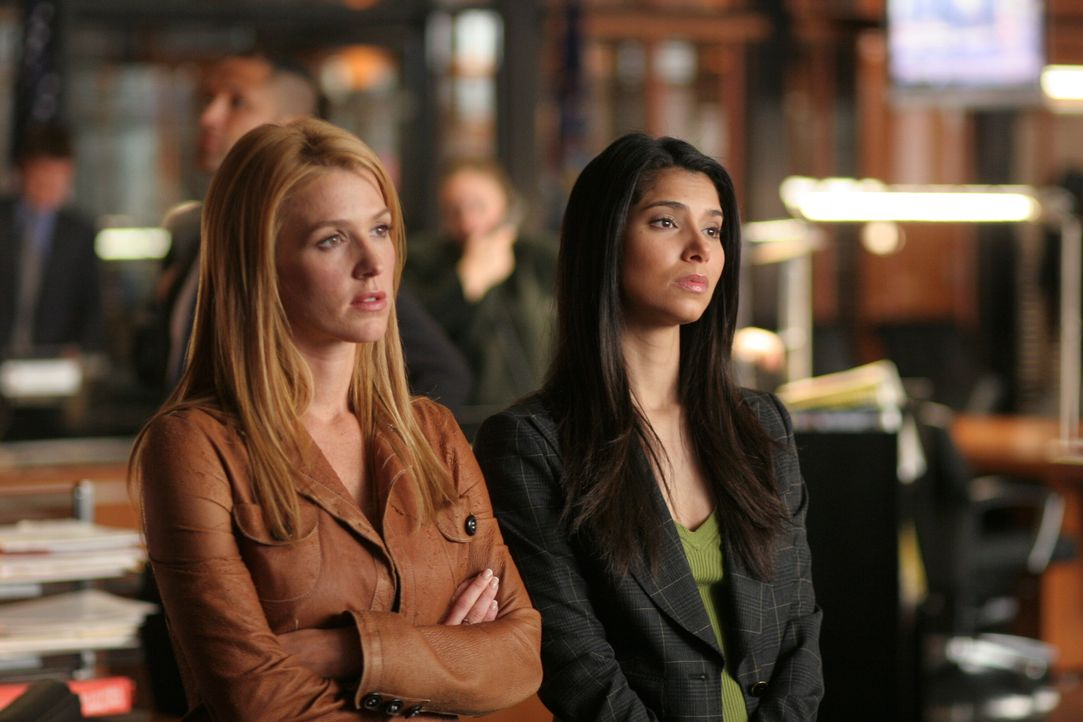 Ermitteln in einem schwierigen Fall: Samantha (Poppy Montgomery, l.) und Elena (Roselyn Sanchez, r.) ... - Bildquelle: Warner Bros. Entertainment Inc.