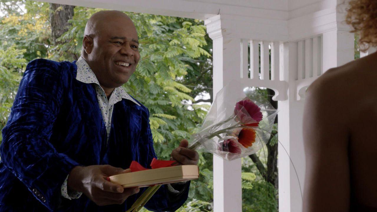 Ein Mordfall und ein furchtbarer Valentinstag beschäftigen Grover (Chi McBride) und seine Kollegen ... - Bildquelle: 2015 CBS Broadcasting, Inc. All Rights Reserved