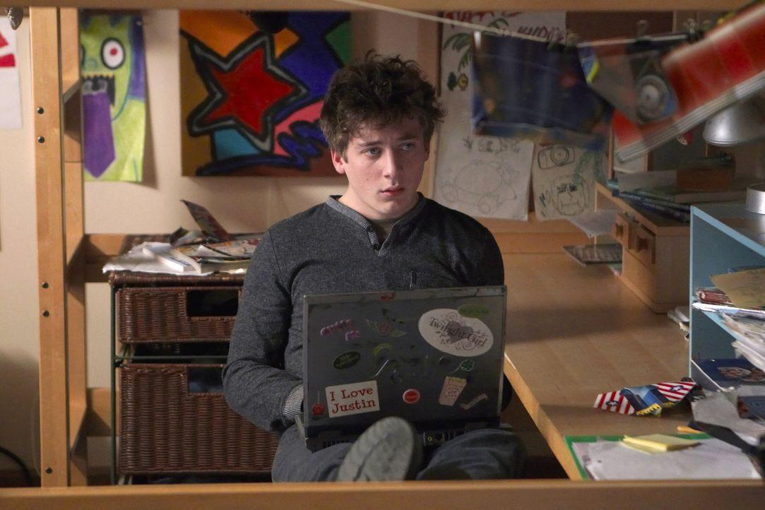 Ian ist nicht Franks leiblicher Sohn, daher sieht Lip (Jeremy Allen White) sofort eine Gelegenheit, Unterhalt vom richtigen Vater zu bekommen ... - Bildquelle: 2010 Warner Brothers