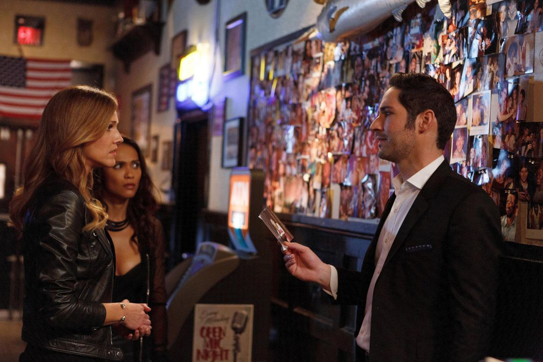 Wie wird Lucifer (Tom Ellis, r.) regieren, wenn Charlotte (Tricia Helfer, l.) und Maze (Lesley-Ann Brandt, M.) ihm offenbaren, dass Chloe und er sic... - Bildquelle: 2016 Warner Brothers