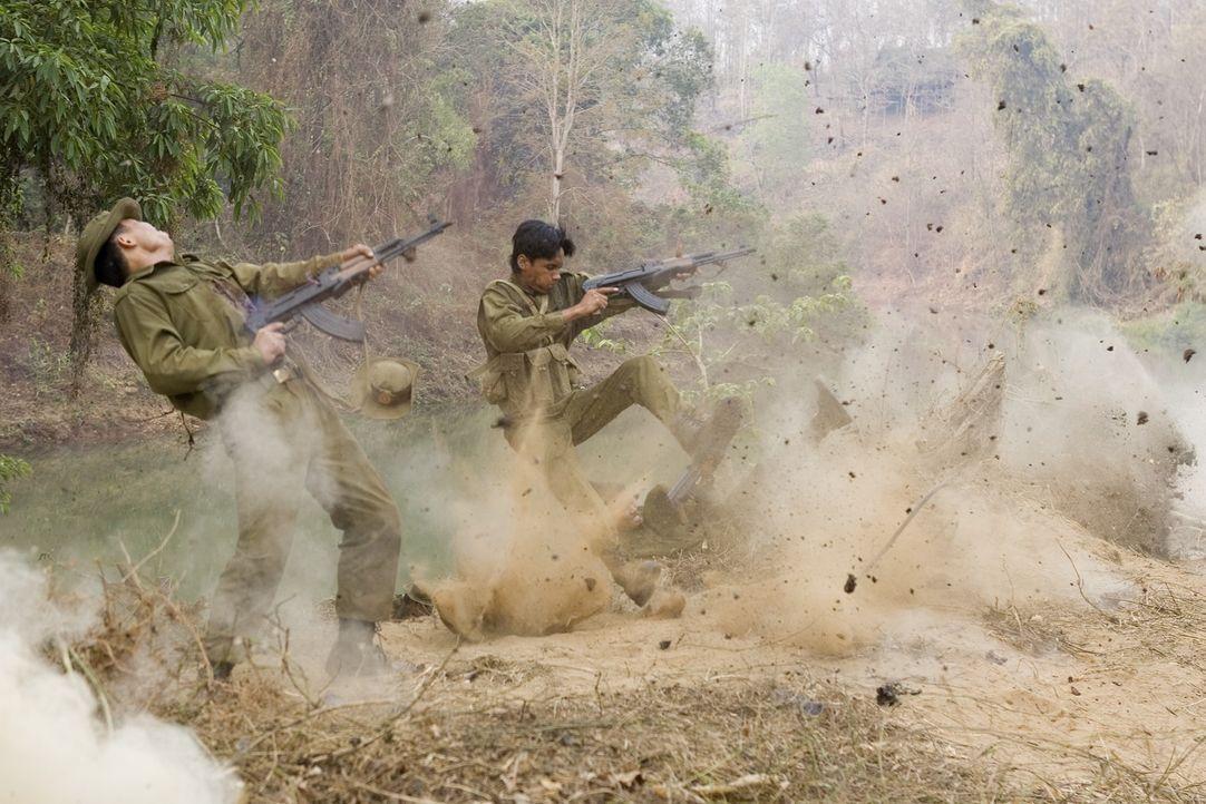 Schon 60 Jahre dauert der Konflikt zwischen Birmanen und Karen an der nahen thailändisch-birmanischen Grenze - der längste Bürgerkrieg der Menschhei... - Bildquelle: Karen Ballard Nu Image Films