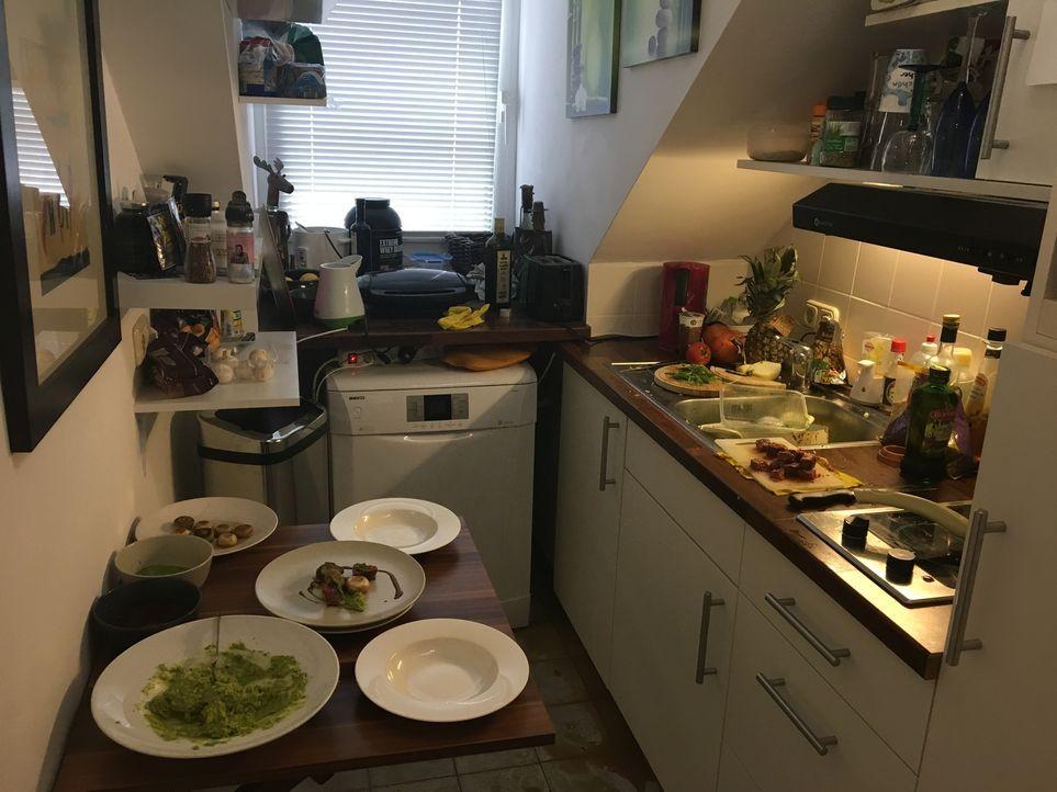 Die Challenge für die Spitzenköche: Sie kochen nicht in einer perfekt ausgestatteten Gastro-Küche, sondern in der privaten Küche des jeweiligen Kand... - Bildquelle: Perez Prada kabeleins