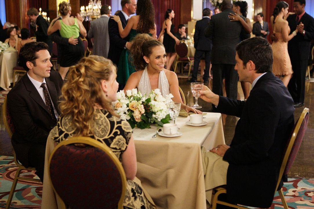Auf einem Kreuzfahrtschiff lernen Melinda (Jennifer Love Hewitt, 2.v.r.) und Jim Clancy (David Conrad, r.) das frisch verheiratete Pärchen Rich (Sea... - Bildquelle: ABC Studios