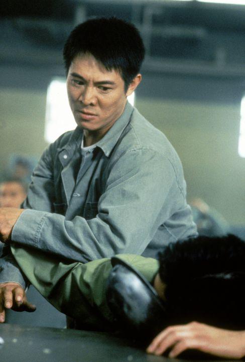 Als Han (Jet Li) von dem Mord an seinem Bruder erfährt, bricht er kurzerhand aus dem Gefängnis in Hongkong aus, fliegt nach Oakland und macht sich a... - Bildquelle: Warner Bros. Pictures