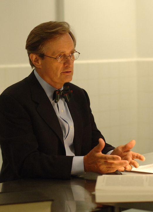 Steht Gibbs bei seinen Ermittlungen zur Seite: Ducky (David McCallum) ... - Bildquelle: CBS Television