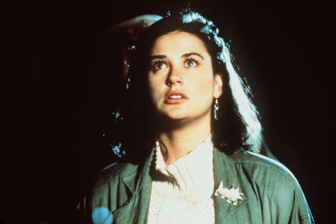 Abby (Demi Moore) entdeckt in dem Zimmer ihres Untermieters seltsame Schriftstücke, die den Untergang der Welt ankündigen - sie beginnt einen hero... - Bildquelle: TriStar Pictures