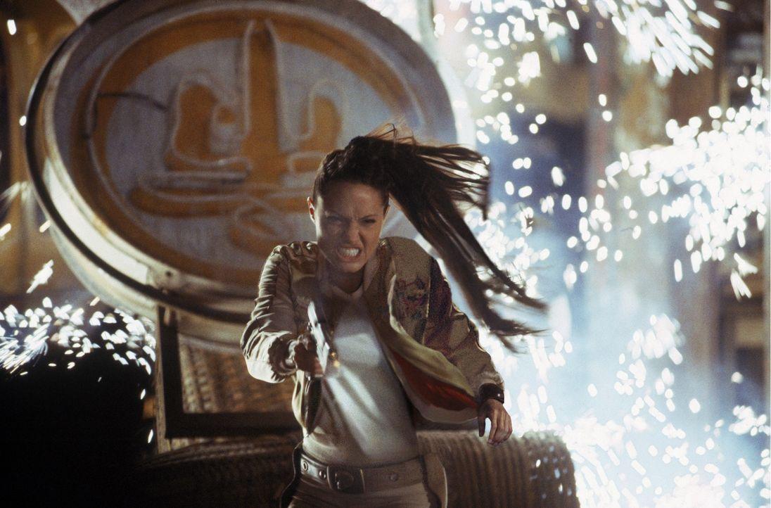 Kann Lara Croft (Angelina Jolie) den skrupellosen Ex-Wissenschaftler Reiss noch stoppen? - Bildquelle: 2003 by Paramount Pictures. All Rights Reserved.