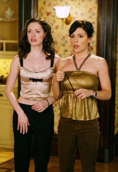 Im Kampf gegen das Böse: Paige (Rose McGowan, l.) und Phoebes (Alyssa Milano, r.) ... - Bildquelle: Paramount Pictures