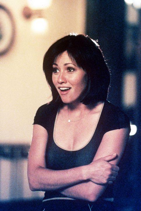 Prue (Shannen Doherty) reagiert sehr misstrauisch auf ihren Vater ... - Bildquelle: Paramount Pictures
