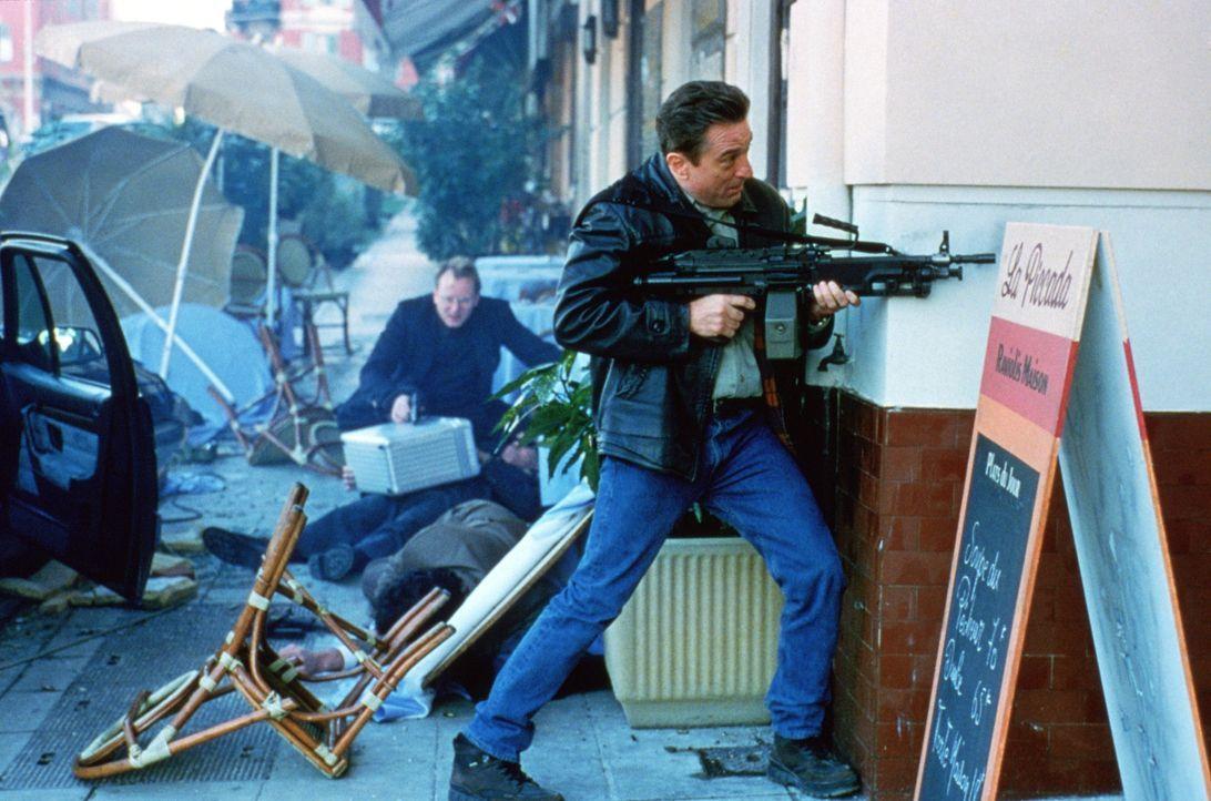 In einem Geschäft, wo keiner keinem traut, Loyalität käuflich und Verrat eine Lebenseinstellung ist, muss Sam (Robert De Niro, r.) leidvoll erfahren... - Bildquelle: 1998 United Artists Pictures Inc. All Rights Reserved.