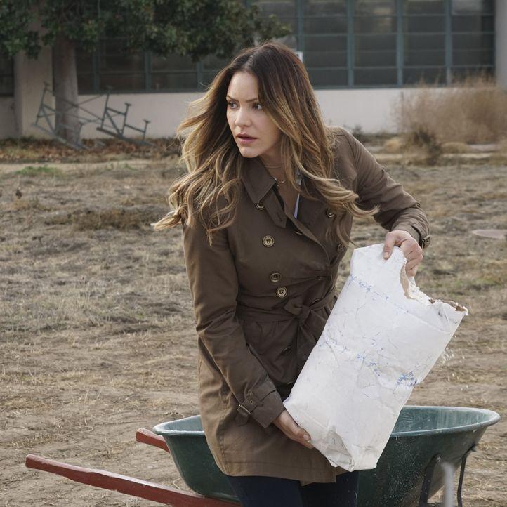 Wie weit würde Paige (Katharine McPhee) gehen, um ihrer Mutter aus der Patsche zu helfen? - Bildquelle: Monty Brinton 2016 CBS Broadcasting, Inc. All Rights Reserved. / Monty Brinton