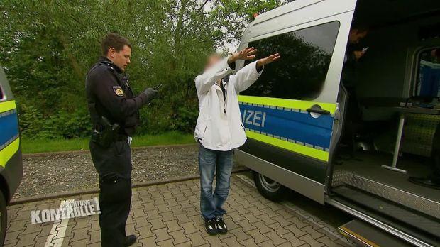 Achtung Kontrolle - Achtung Kontrolle! - Thema U.a: Drogen Razzia - Polizei Bremerhaven