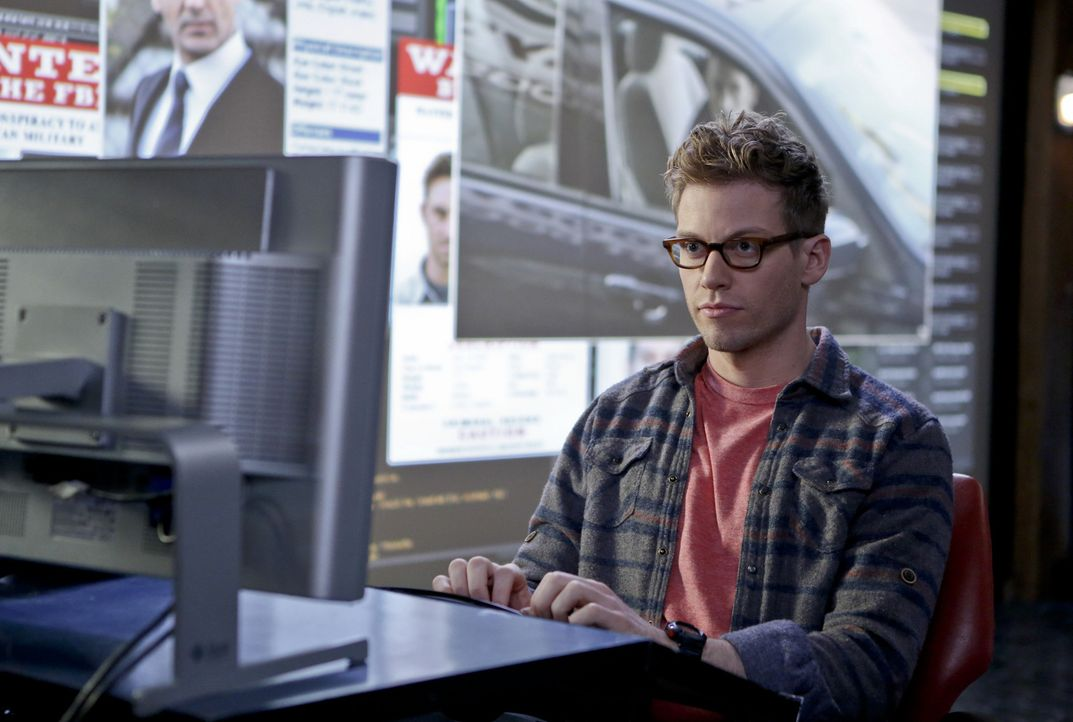 Bei den Ermittlungen: Eric (Barrett Foa) ... - Bildquelle: CBS Studios Inc. All Rights Reserved.