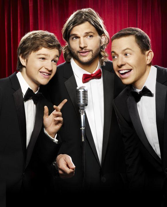 (9. Staffel) - Two and a Half Men: Walden Schmidt (Ashton Kutcher, M.), Alan (Jon Cryer, r.) und Jake Harper (August T. Jones, l.) ... - Bildquelle: Warner Brothers Entertainment Inc.