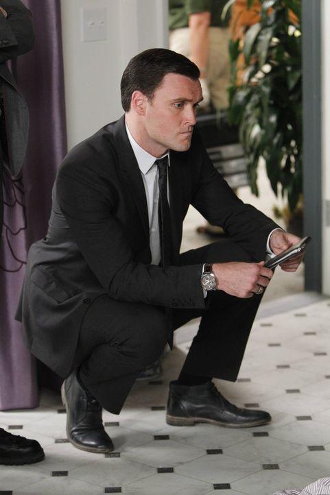 Ein neuer Mordfall beschäftigt Wayne (Owain Yeoman) und seine Kollegen ... - Bildquelle: Warner Bros. Television