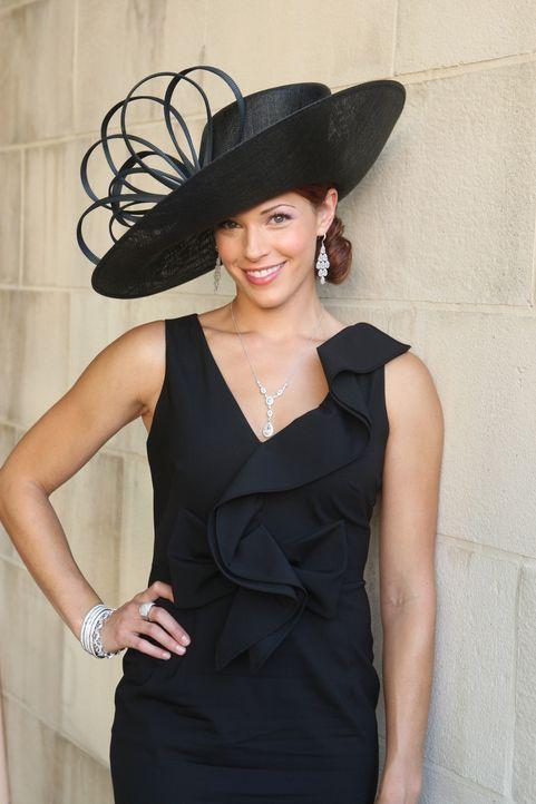 Undercover versucht Grace (Amanda Righetti), in einem neuen Fall zu ermitteln ... - Bildquelle: Warner Bros. Television