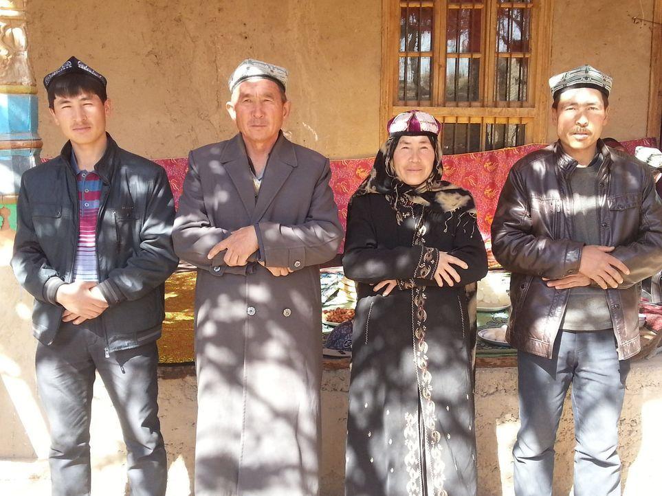Bei den Thotis im fernen China sollen Natalie und Jan lernen, was es bedeutet, Verantwortung zu übernehmen ... - Bildquelle: SAT.1