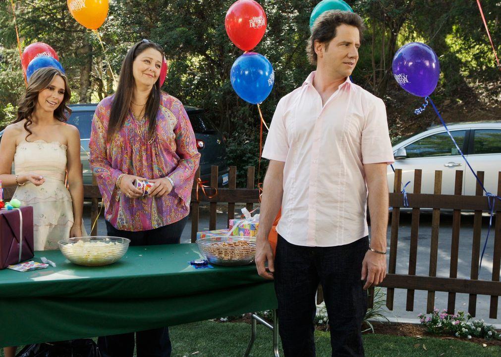 Eli (Jamie Kennedy, r.), Delia (Camryn Manheim, M.) und Melinda (Jennifer Love Hewitt, l.) feiern den Geburtstag von Aiden, Melindas 5-jährigem Sohn. - Bildquelle: ABC Studios