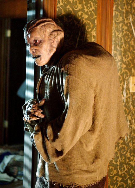 Derek (Seth Peterson) hatte viel mit Zauberelixieren experimentiert, um übernatürliche Kräfte zu erlangen. Jetzt hat er zwar die Kräfte, aber all di... - Bildquelle: Paramount Pictures.