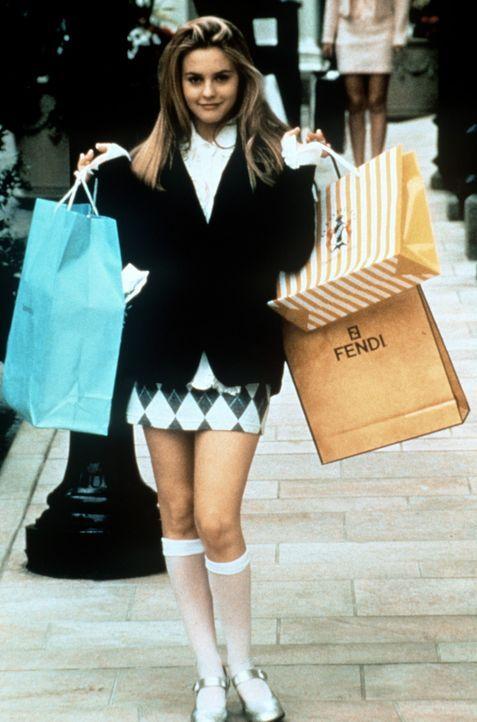 Dank Papis Geld kann Cher (Alicia Silverstone) jederzeit ihrem Hobby ungehemmt nachgehen: Shopping ... - Bildquelle: Paramount Pictures