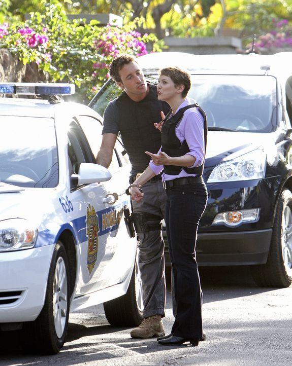 Ermitteln gemeinsam in einem neuen Fall: Jenna Kaye (Larisa Oleynik, r.) und Steve (Alex O'Loughlin, l.) ... - Bildquelle: 2011 CBS BROADCASTING INC.  All Rights Reserved.