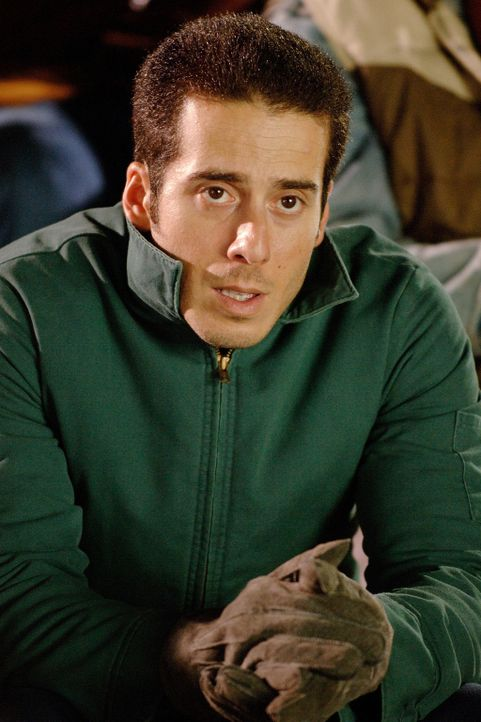 "Tommy (Kirk Acevedo) kann nicht glauben, dass einer seiner Freunde je die Chance erhalten wird, im Footballteam der ""Philadelphia Eagles"" mitspielen... - Bildquelle: Ron Phillips Disney Enterprises, Inc.  All rights reserved"