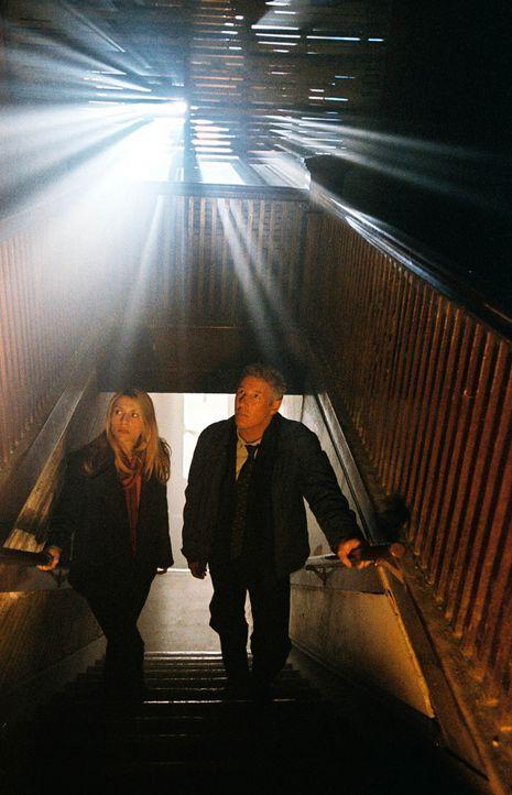 Der geschasste Ermittler Babbage (Richard Gere, r.) führt seine Nachfolgerin (Claire Danes, l.) in die tiefsten Abgründe der menschlichen Seele ..... - Bildquelle: Kinowelt Filmverleih GmbH