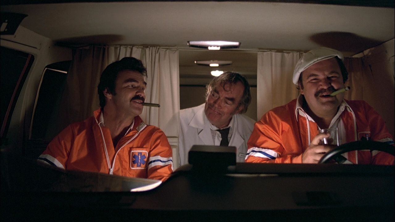 J. J. McClure (Burt Reynolds, l.); Victor Prinzim (Dom DeLuise; r.) - Bildquelle: 2010 Fortune Star Media Limited.