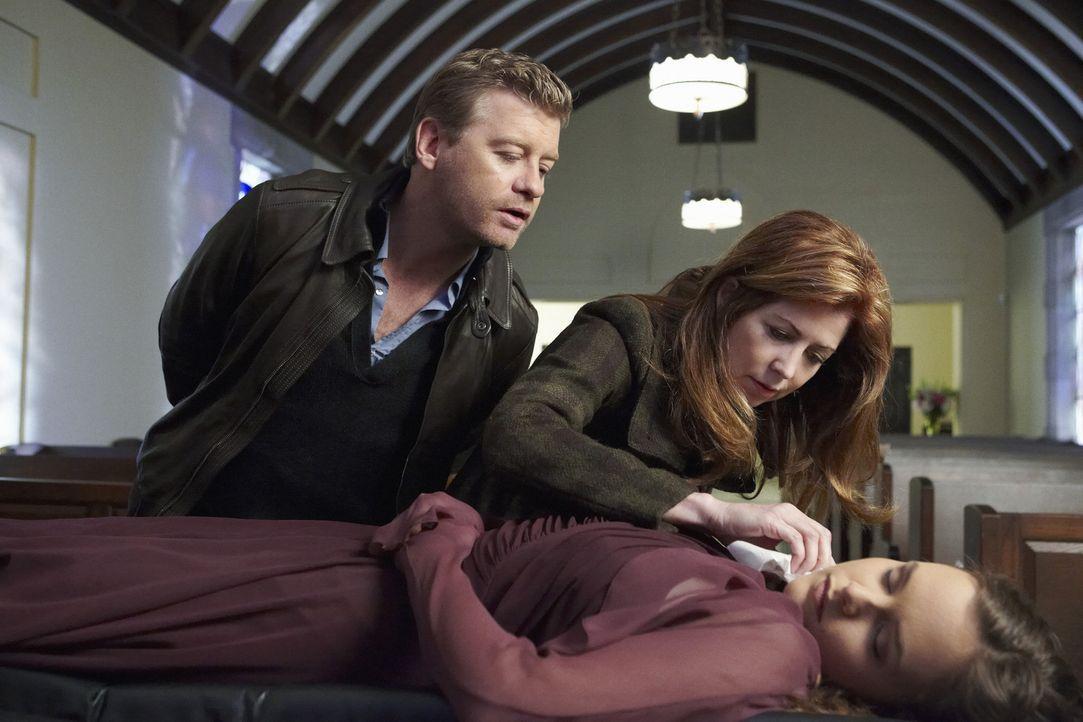 Hoffen, an der Leiche von Nikki Parkson Hinweise auf den Täter zu bekommen: Peter (Nicholas Bishop, l.) und Megan (Dana Delany, r.) ... - Bildquelle: ABC Studios