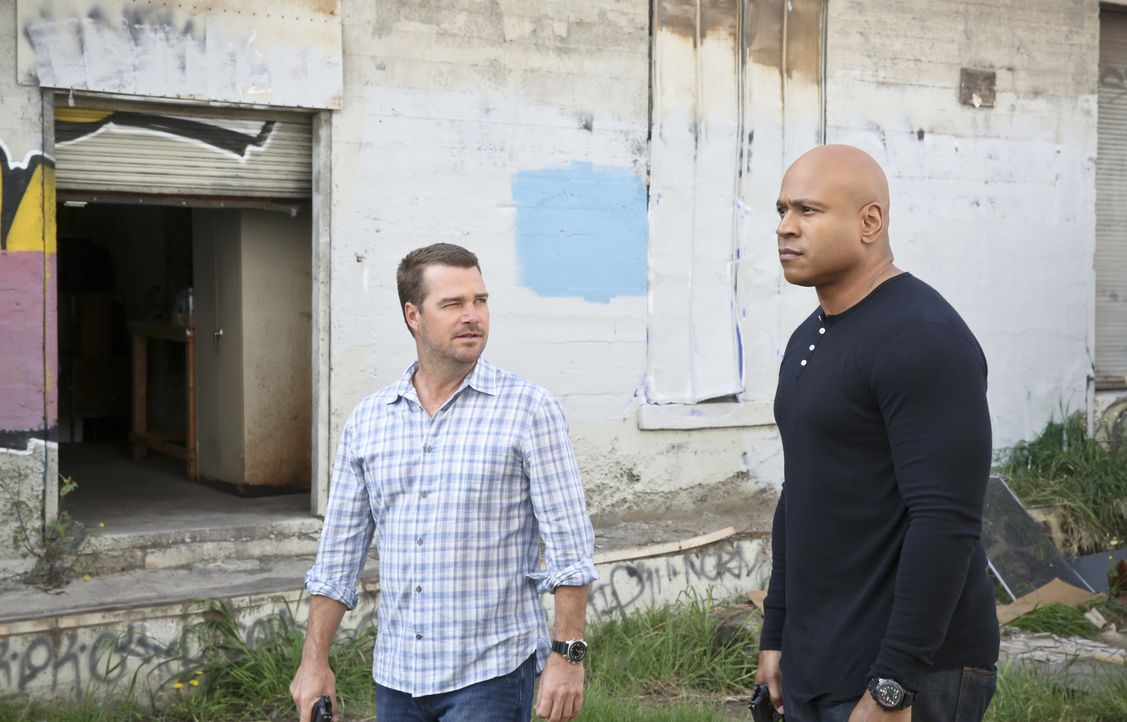 Ermitteln in einen neuen Fall: Callen (Chris O'Donnell, l.) und Sam (LL Cool J, r.) ... - Bildquelle: Cliff Lipson 2016 CBS Broadcasting, Inc. All Rights Reserved.