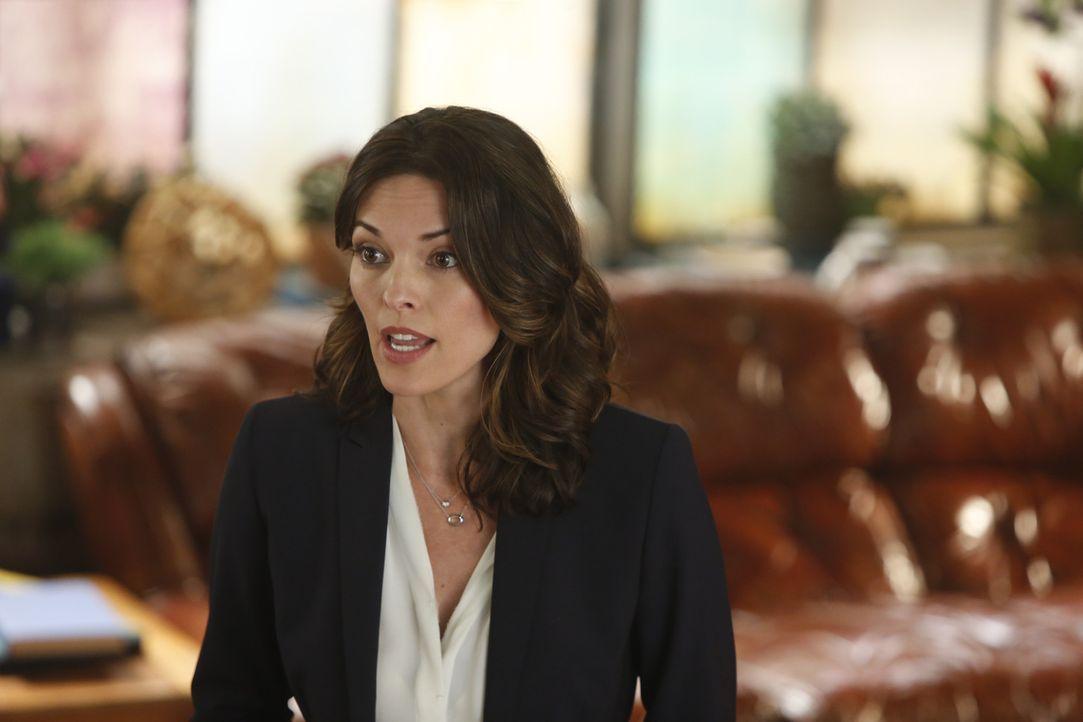 Die neue Direktorin des Verfassungsschutzes Adriana Molina (Alana De La Garza) braucht die Hilfe von Scorpion, um eine Bedrohung aus dem Weltall abz... - Bildquelle: Monty Brinton 2015 CBS Broadcasting, Inc. All Rights Reserved.