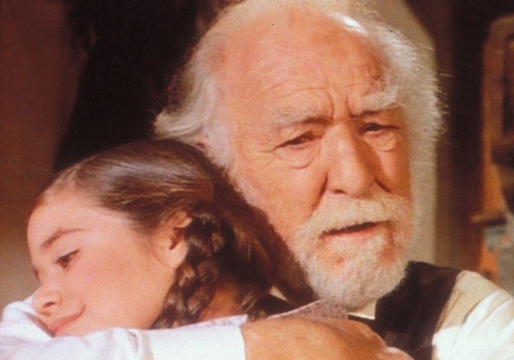 Endlich bereut Onkel Jed (E. J. André, r.) sein egoistisches Verhalten. Die kleine Cassandra (Missy Francis, l.) ist sehr froh, nicht mit ihrem Onk... - Bildquelle: Worldvision