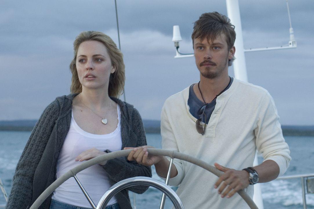 Ahnen nicht, dass der blanke Horror auf sie wartet: das frischverliebte Paar Jess (Melissa George, l.) und Greg (Michael Dorman, r.) ... - Bildquelle: Icon Entertainment/Ascot Elite