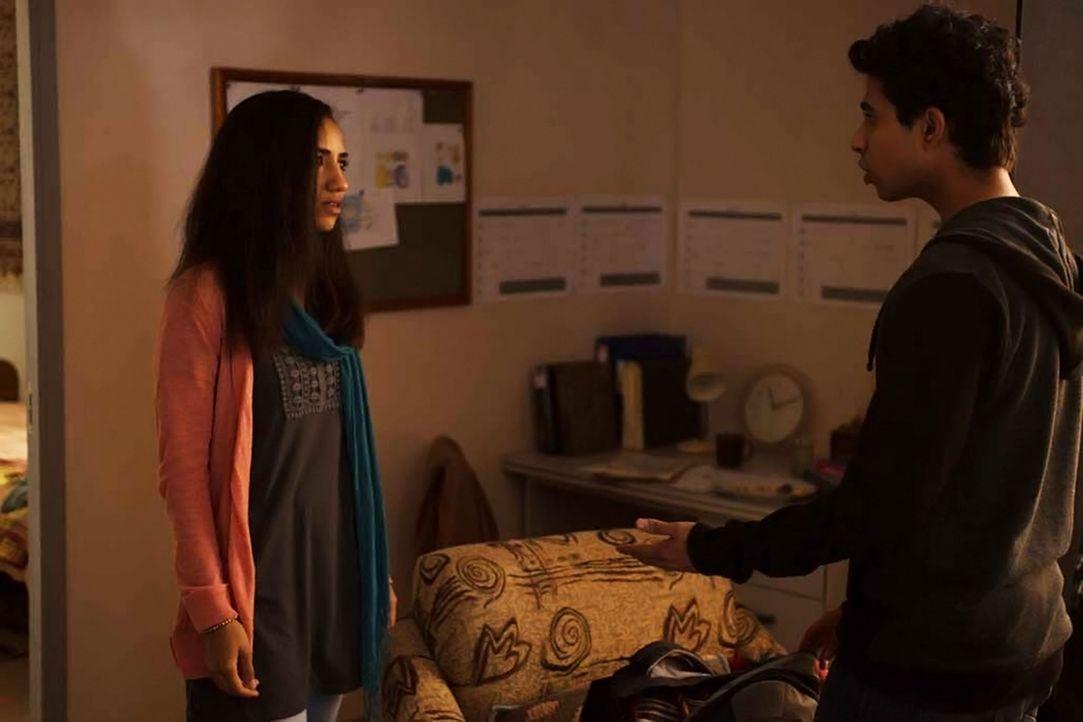 Ein Abschied für immer? Kiran (Shavani Seth, l.) und Aayan (Suraj Sharma, r.) ... - Bildquelle: 2014 Twentieth Century Fox Film Corporation