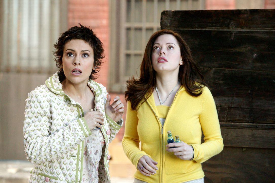Phoebe (Alyssa Milano, l.) und Paige (Rose McGowan, r.) bitten Gideon um Hilfe. Sie wollen das Portal, durch das Leo und Piper gegangen sein müssen,... - Bildquelle: Paramount Pictures.