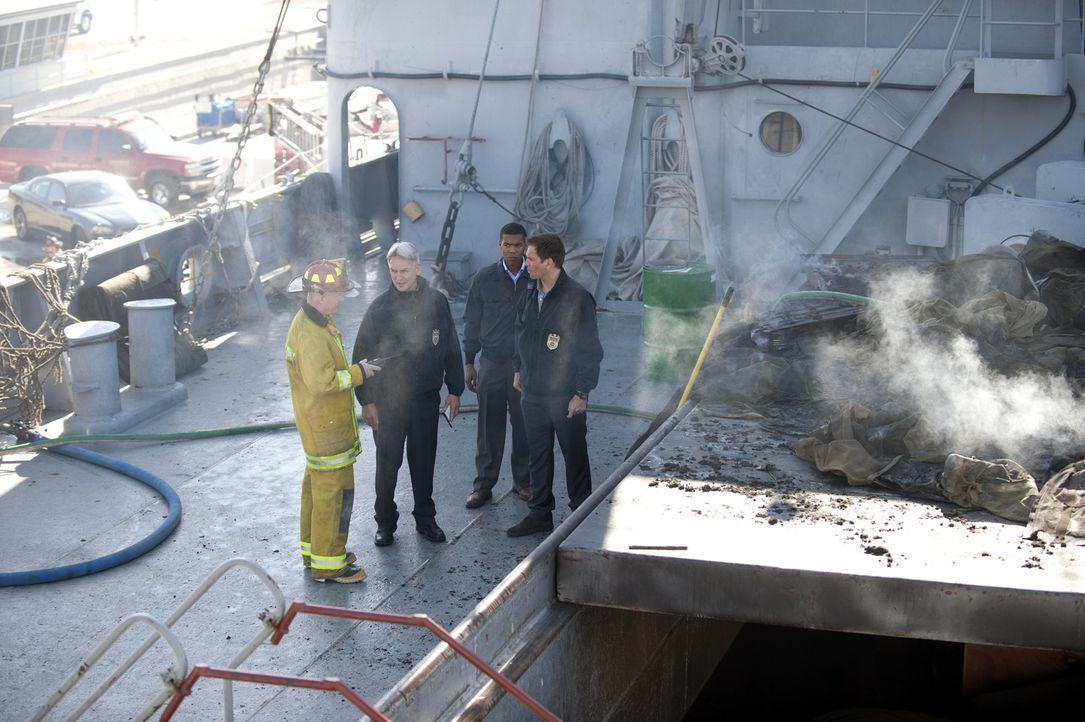 Ein Brand in einem Lagerhaus bringt vermisste Navy-Dokumente zutage, die eine potentielle Bedrohung für die nationale Sicherheit sind. Die Ermittlun... - Bildquelle: 2012 CBS Broadcasting Inc. All Rights Reserved.