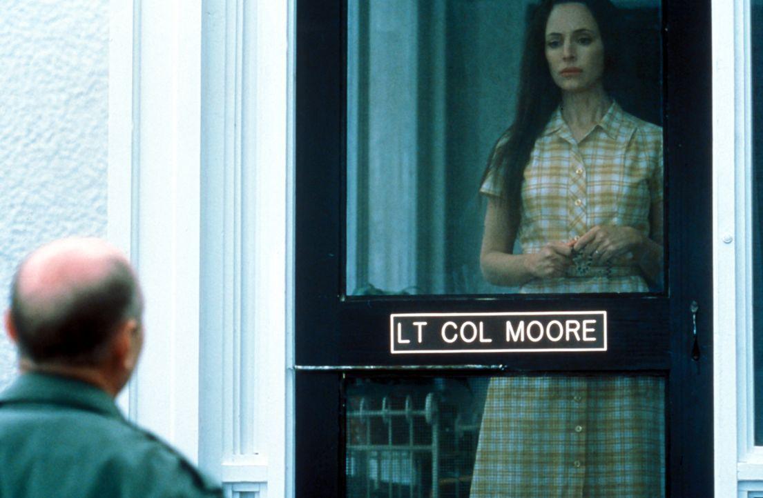 US-Colonel Hal Moore lebt zusammen mit seiner Ehefrau Julie (Madeleine Stowe) und seinen Kindern auf dem Stützpunkt. Eines Tages soll er seine Männe... - Bildquelle: Paramount Pictures