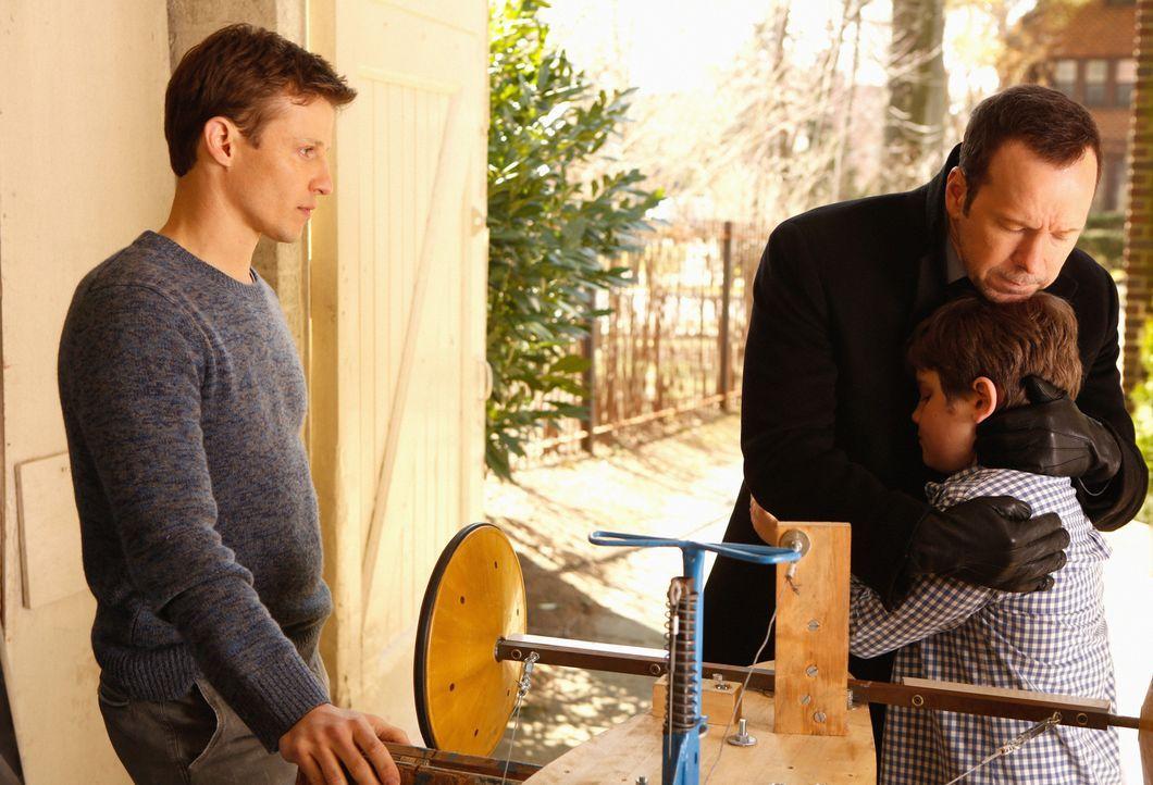 Der besonders gefährliche Fall beansprucht Danny (Donnie Wahlberg, 2.v.r.) mehr als sonst. Sein Bruder Jamie (Will Estes, l.) hilft Sean (Andrew Ter... - Bildquelle: Craig Blankenhorn 2013 CBS Broadcasting Inc. All Rights Reserved.