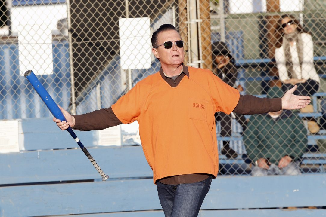 Kann Cabe (Robert Patrick) zusammen mit den Genies aus dem Team Scorpion ein wichtiges Softball-Spiel gewinnen? - Bildquelle: Cliff Lipson 2018 CBS Broadcasting, Inc. All Rights Reserved. / Cliff Lipson