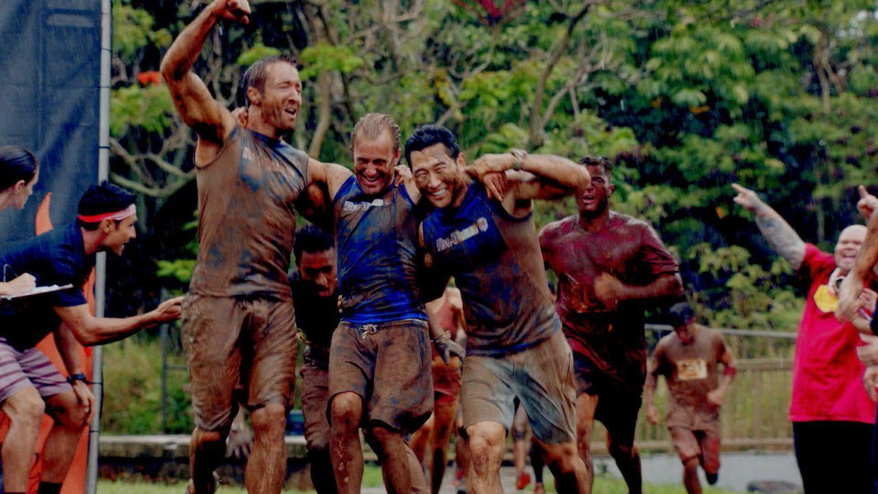 Haben es geschafft: Chin (Daniel Dae Kim, r.), Danny (Scott Caan, M.) und Steve (Alex O'Loughlin, l.) ... - Bildquelle: 2015 CBS Broadcasting, Inc. All Rights Reserved