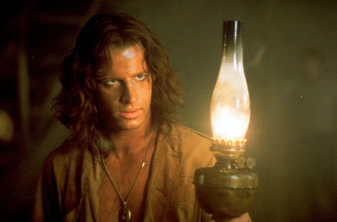 Lord John Clayton (Christopher Lambert) ist als Tarzan der Herrscher des Dschungels. Doch die Errungenschaften der Zivilisation sind ihm völlig frem... - Bildquelle: Warner Bros.
