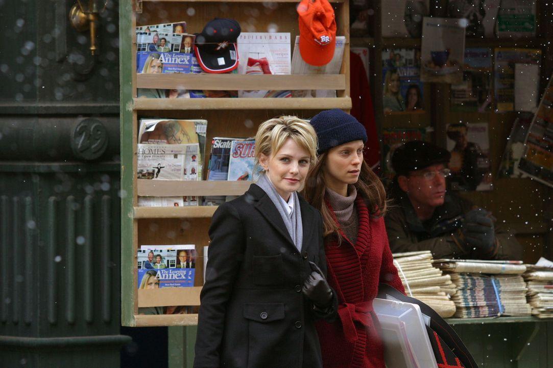 Nach zwei Jahren im Koma ist es für Rosie Miles (Laura Regan, r.) nicht leicht, sich in den Alltag wieder einzufinden. Lilly Rush (Kathryn Morris, l... - Bildquelle: Warner Bros. Television