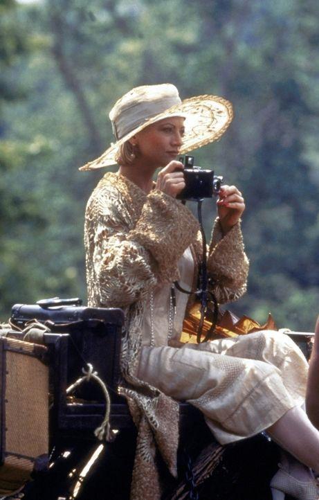 Um an eine spektakuläre Story heranzukommen, reist die junge Journalistin Carrie Newton (Janet Gunn) mit dem Abenteurer Chris Dubois nach Tibet ... - Bildquelle: Universal Pictures