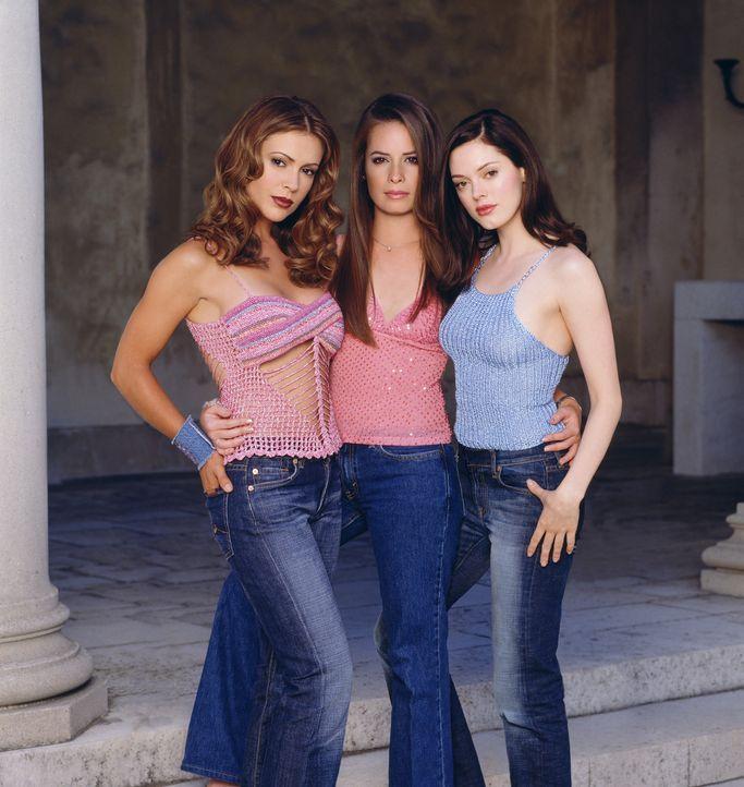 (4. Staffel) - Nach dem Tod von Prue ist es für Phoebe (Alyssa Milano, l.) und Piper (Holly Marie Combs, M.) am Anfang nicht einfach, sich mit ihre... - Bildquelle: Paramount Pictures